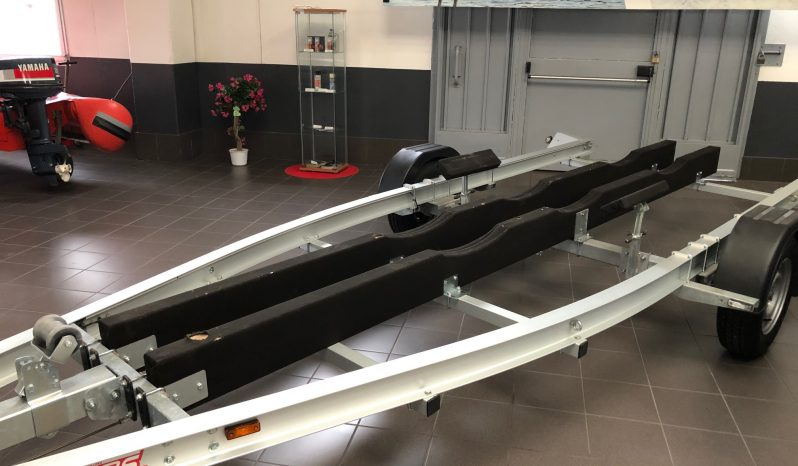 Carrello barca Trailersgroup monoasse 1.800 kg a pieno carico pieno